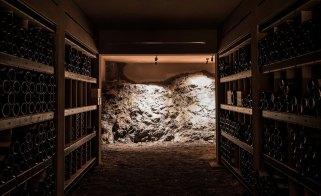 """Im Almhof Weinkeller """"Cianea dai Vins"""" lagern einige exzellente gute Tropfen"""